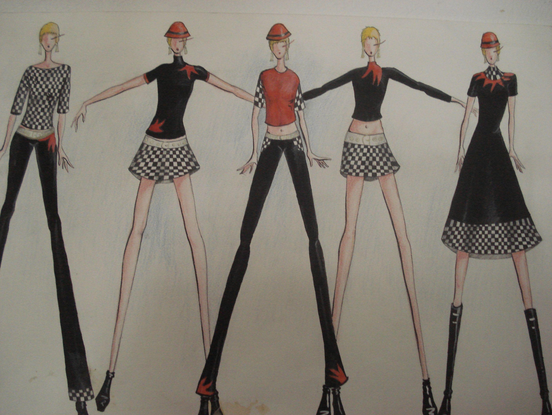 En la moda el futurismo llego mucho mas tarde, de la mano de Paco Rabanne, en 1962 haciendo su pequeña, casi imperceptible aparición a través de un accesorio que diseñó junto dos amigos, hoy reconocidos modistos, Christiane Bally y Emmanuelle Khanh . Para hacerse un nombre en el competitivo negocio y en lo que le gustaba, la moda, y ganarse su primer dinero mediante ella.    El peculiar accesorio servia aparentemente de gorro con gafas de sol incorporadas, todo de una pieza.