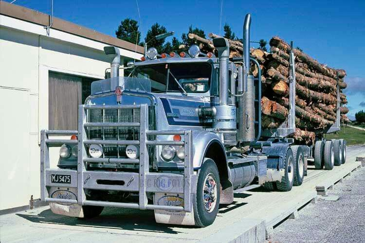 KENWORTH. W924, LogTruck. N.Z. Trucks, Kenworth, Logger
