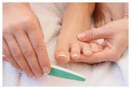pies atractivos y suaves-uñas