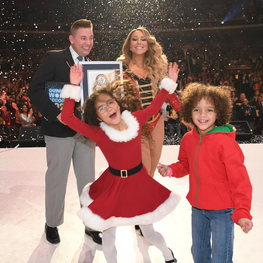 Nightingale Voice Bearer Mariah Carey S All I Want For Christmas Is You Has Broken 3 Guinness World Record Mariah Carey Guinness World Records Guinness World