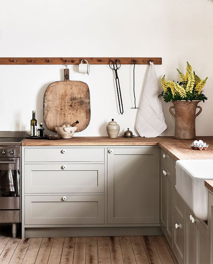 Nordiska Kok Farmhouse Kitchen For Ellen Dixdotter On Osterlen Heart Of The Home Is The Bespo Decor De Cuisine De Ferme Cuisine Contemporaine Cuisine Shaker