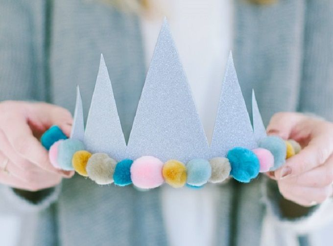 40 Diy Crowns And Tiara You Can Wear To Your Next Party Cool Crafts Diy Birthday Crown Diy Birthday Birthday Diy