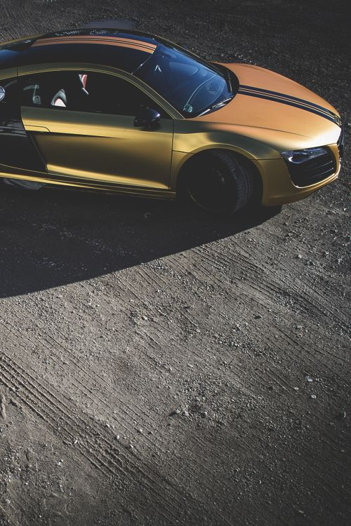 Beautiful golden Audi R8 4.2 V8