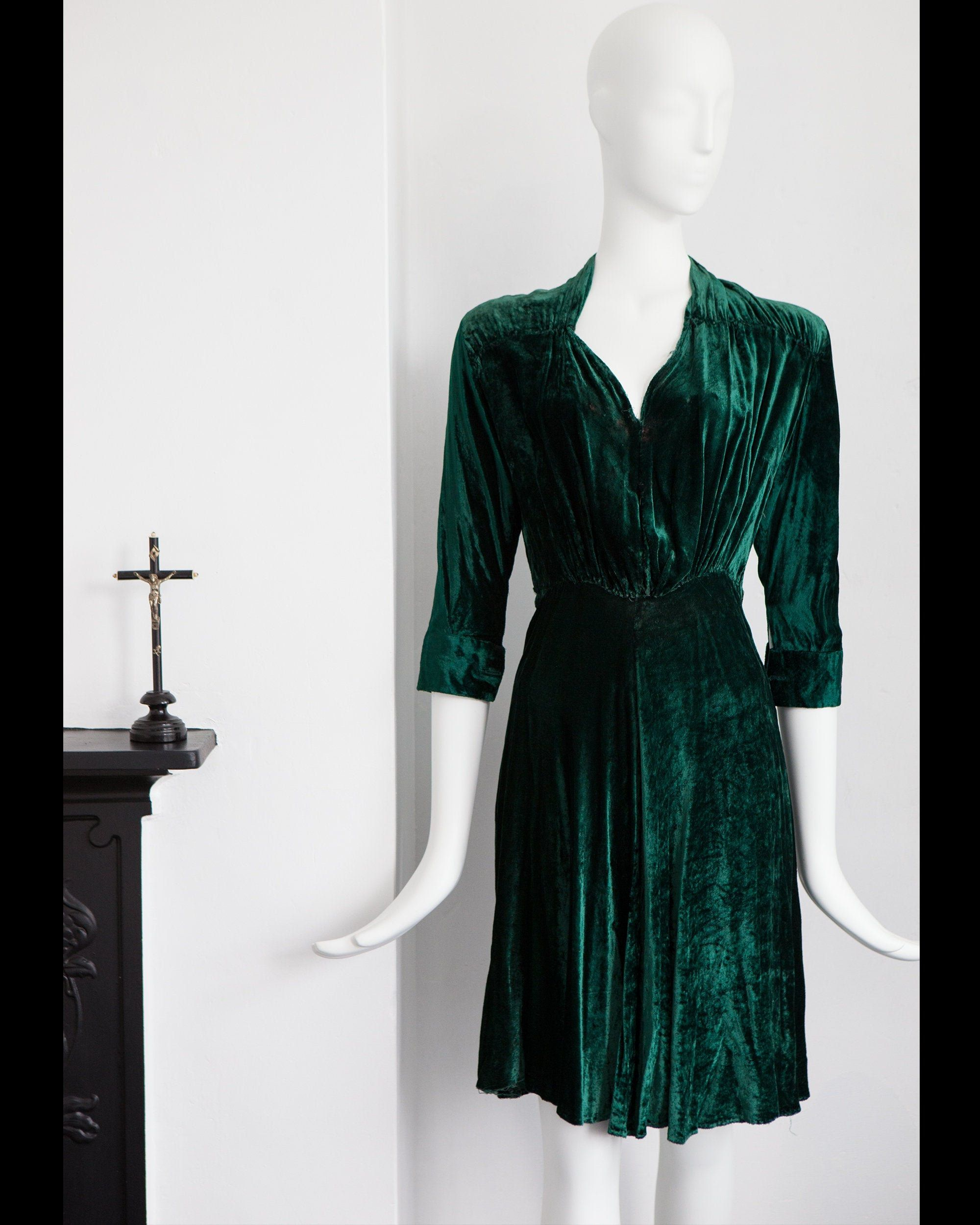 Vintage Green 1940s Velvet Dress With Cuffed Sleeves Etsy Velvet Dress Green Velvet Dress Dresses [ 2500 x 2000 Pixel ]