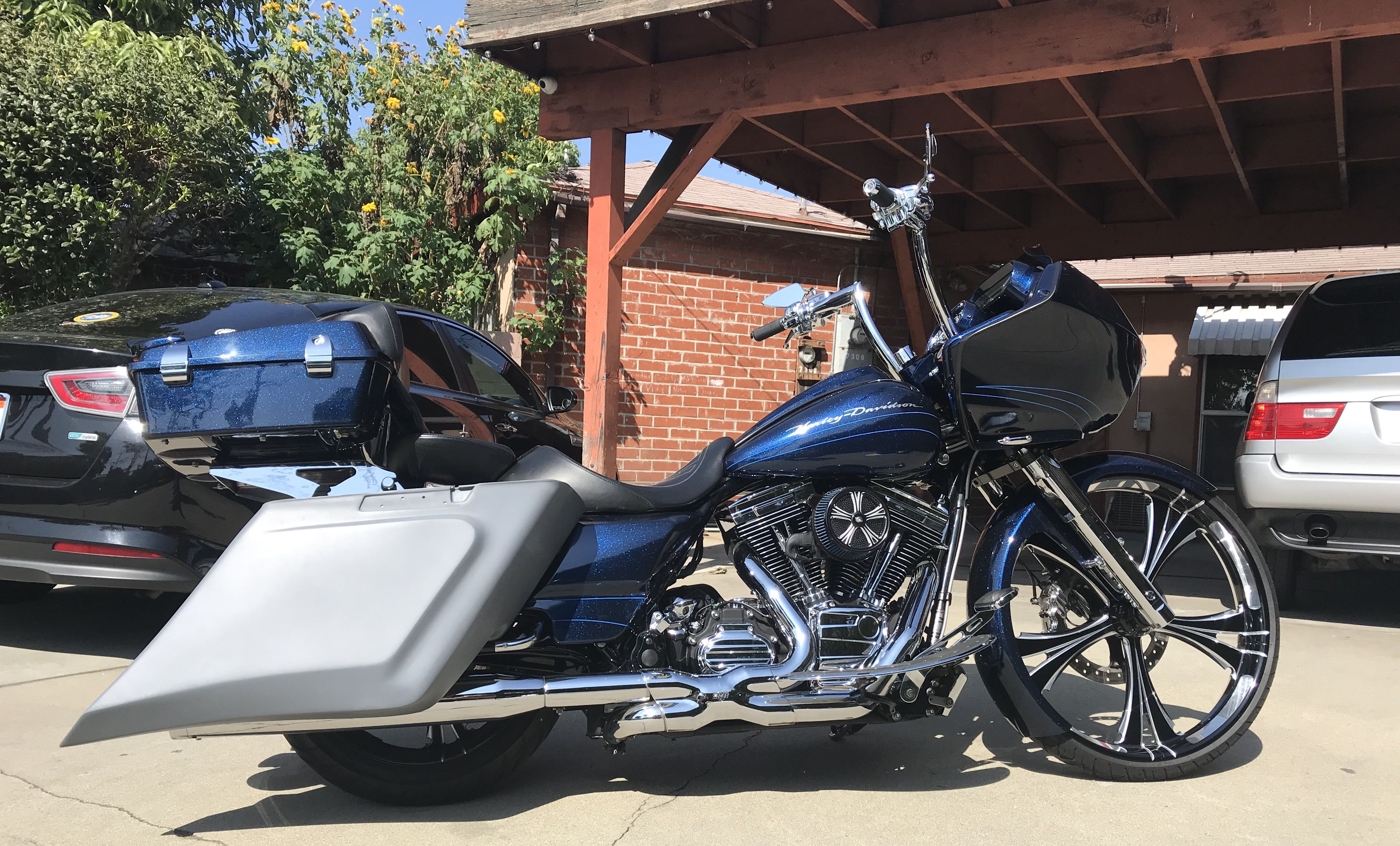 "Road Glide 26"" inch wheel big wheel extended saddlebags"