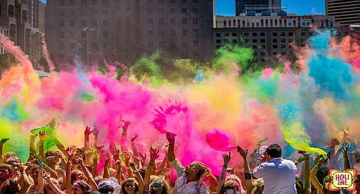 Holi One Clique Featured Jpg 520 280 Fest Der Farben Happy