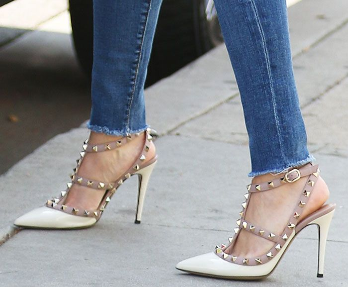 "5e788454b4a8b Reese Witherspoon Runs Errands in Valentino ""Rockstud"" Pumps"