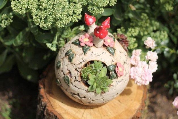 http://de.dawanda.com/product/85520559-gartenkeramik-kugel-pilztraeume