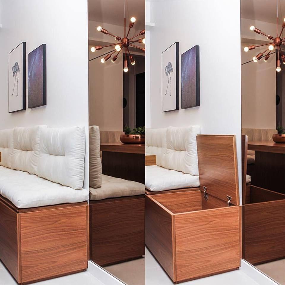 Os bancos dos nossos projetos sempre são baús! Um ótimo jeito de economizar espaço (cadeiras ocupam mais) e ganhar espaço de armazenamento! Esse ai é do Apto. Gomes de Carvalho! | Foto: @andrelaiza #spestudio