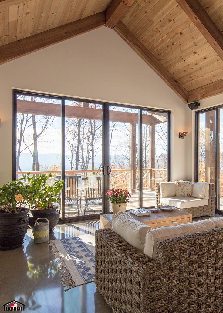 superbe salle de s jour avec poutres bois et plafond. Black Bedroom Furniture Sets. Home Design Ideas