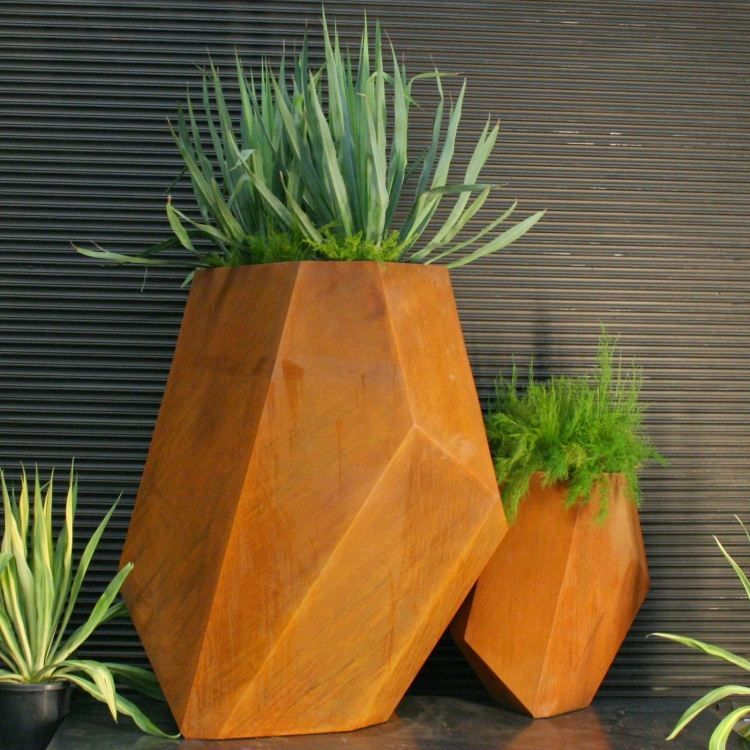 Pflanzkübel aus Cortenstahl mit facettiertem Design | creative ...