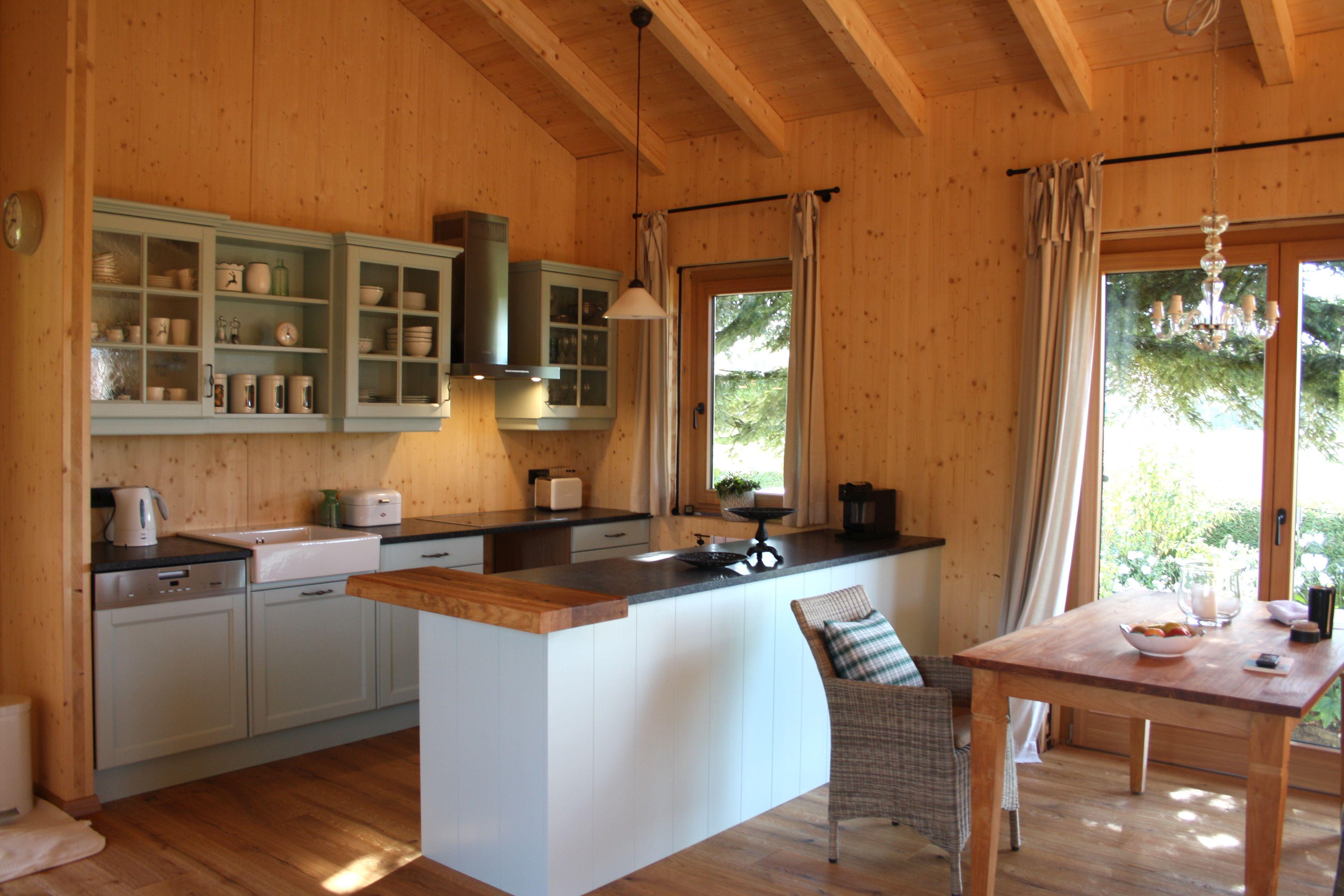 Landhausküche Hellblau Aus Vollholz In Einem Holzhaus In