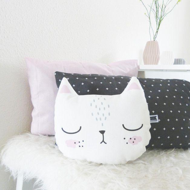 Niedliches Kissen mit Katze, perfekt fürs Kinderzimmer