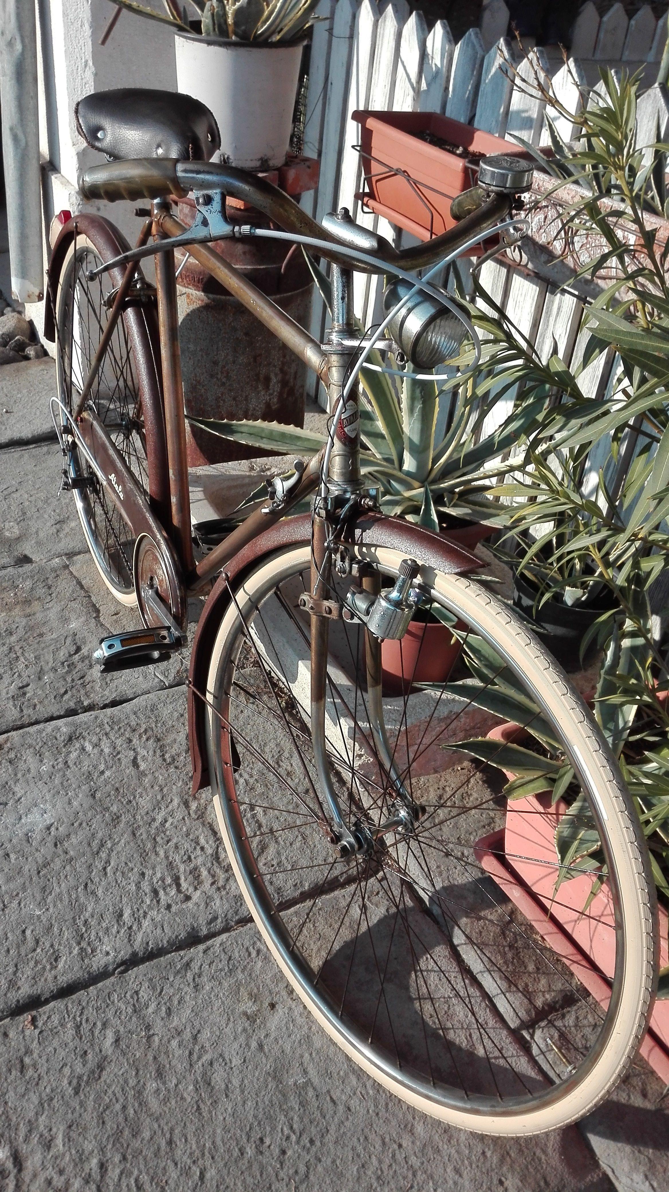 Bicicletta Atala 1955 In Stile Arrugginita Nel 2020 Biciclette Vintage Bicicletta Vintage