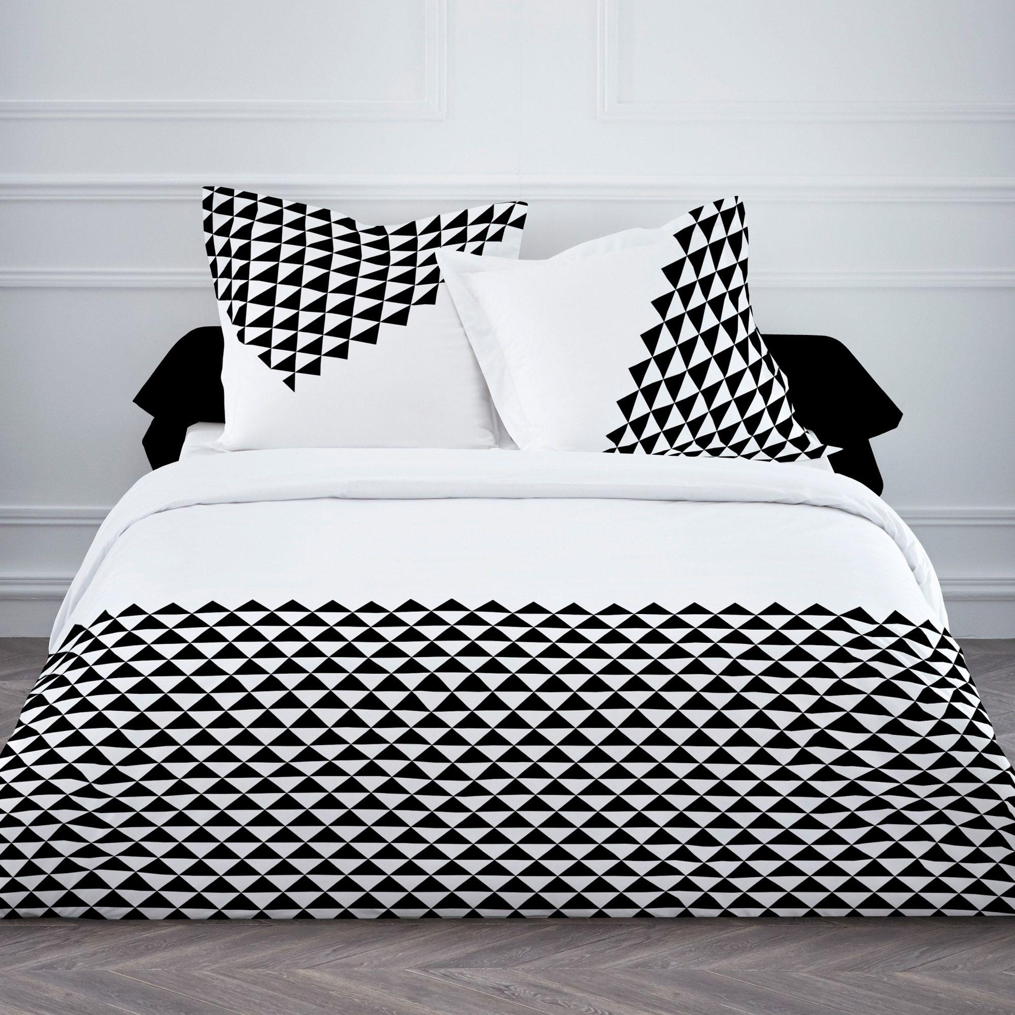 parure housse de couette 240x220cm taie coton triangle scandinave noir grafism 35 chambre. Black Bedroom Furniture Sets. Home Design Ideas