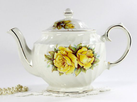 rope and fern teapot and beautiful. Yellow and Green