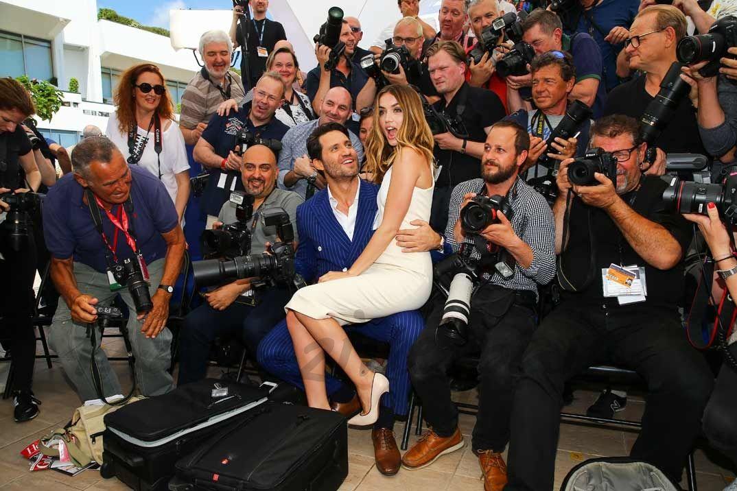 """Ana de Armas y Edgar Ramirez presenta en el Festival de cine de Cannes su última película """"Hands of Stone"""""""