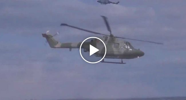 Helicóptero Das Forças Armadas Britânicas Faz Apresentação Sensacional http://www.desconcertante.com/helicoptero-das-forcas-armadas-britanicas-faz-apresentacao-sensacional/