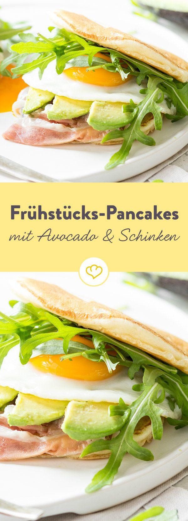 Pancake hoch zwei! Frühstücksburger mit Avocado und Schinken