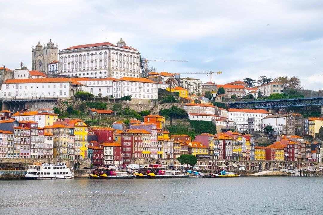 Tripsteri kasvoi taas! Käy tutustumassa Porto-oppaaseemme niin tiedät miksi kaupunki on niin kovassa nosteessa. Kuva: ea_soderberg #porto #douro #ribeira by tripsteri
