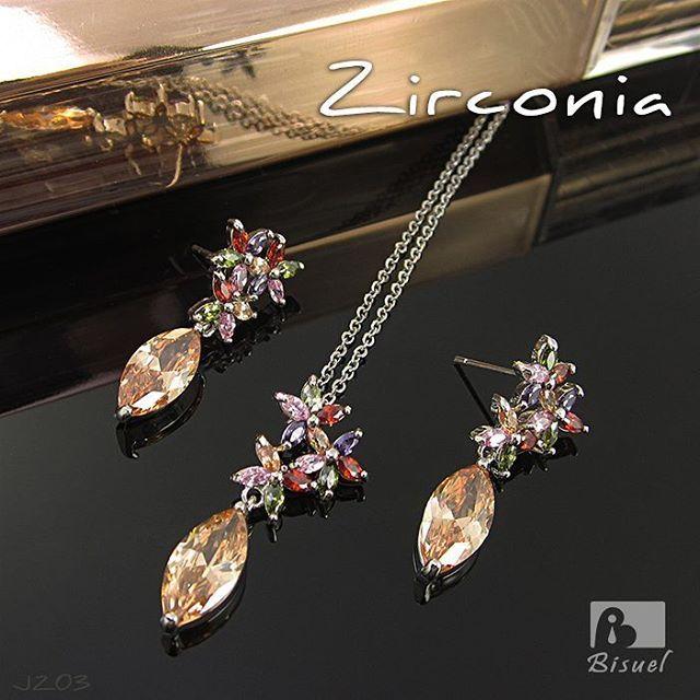 147e7c8a1db6 Lindo juego de collar y aretes con baño en oro blanco y zirconia cúbica joyas  zirconias cadenas accesorios de moda aretes finos aretes elegantes rodinado  ...