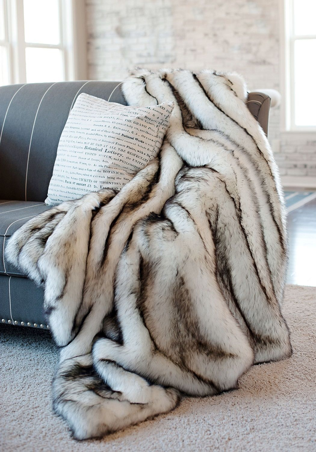 6d6c34ee87 Luxury Designer Norway Fox Faux Fur Throw (Luxuriöser Designer Norwegischer  Fuchs-Fellimitatüberwurf)