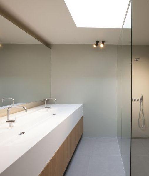 Badkamer • modern • lichtkoepel • inloopdouche • glazen wand ...