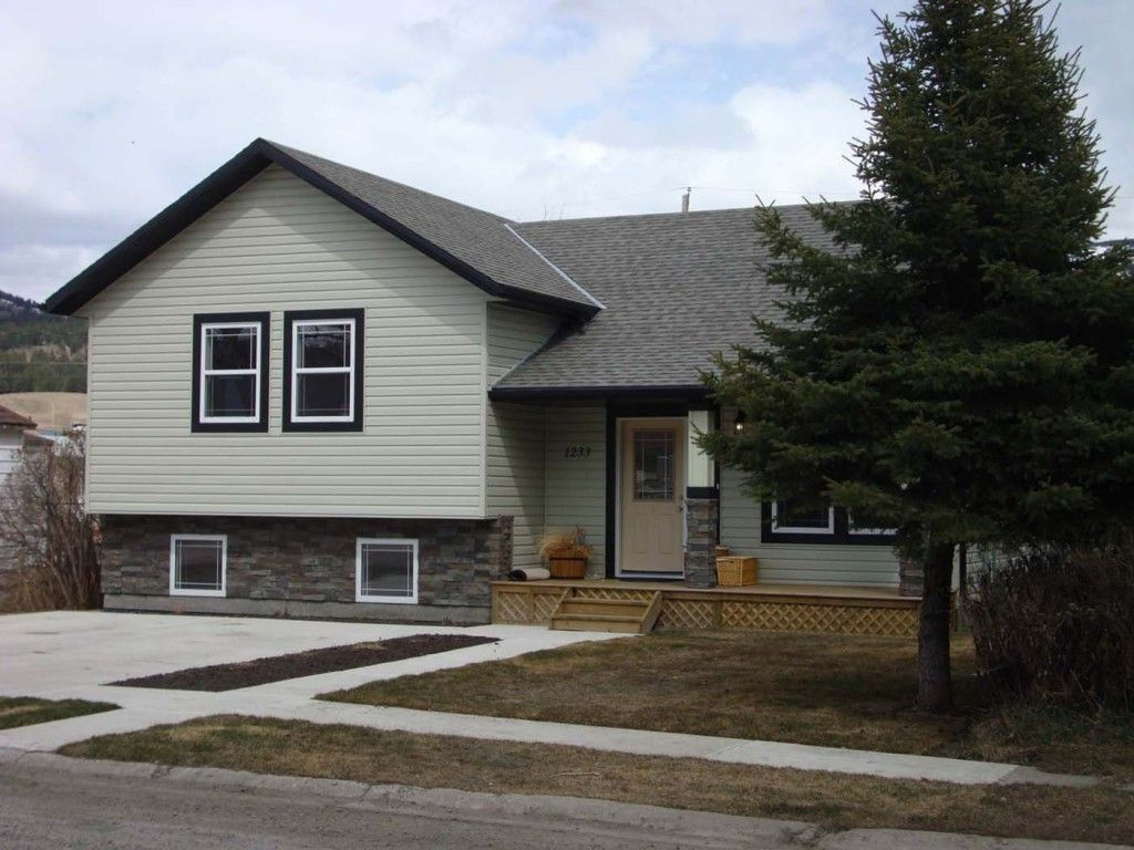 Four Level Split Home In Coleman Anderson Homes Renos Level Homes Split Level House Split Level