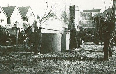 Lemmer . Verhuur en demonstraties van oude ambachten Zwarte Handen Touwslagerij , Wasvrouw anno 1900 , Taanderij , Smederij en Kuiperij