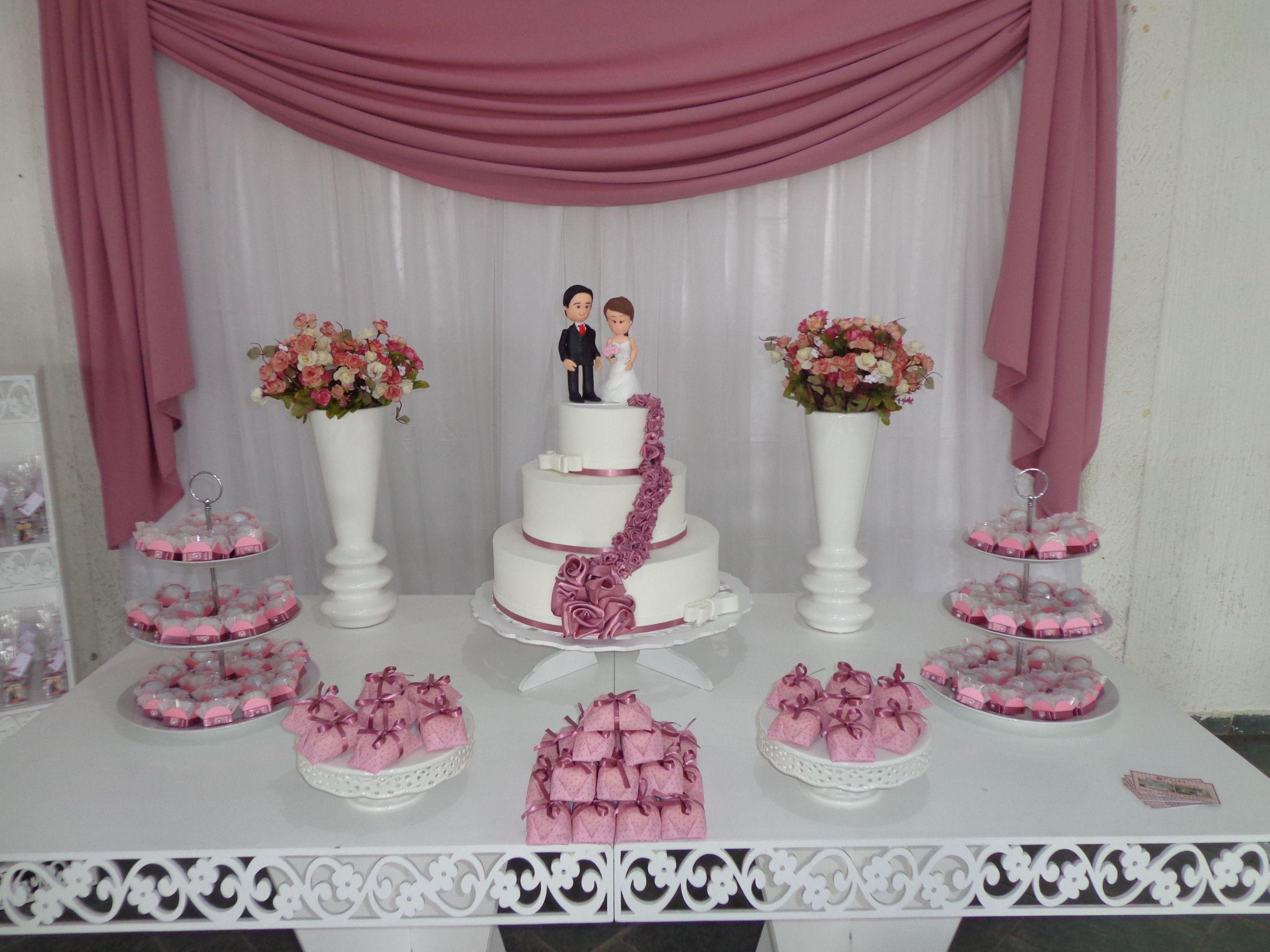 Resultado de imagem para decoraç u00e3o de mesa do bolo de casamento simples e barato rosa e branco  -> Decoração De Mesa Para Casamento Simples E Barato
