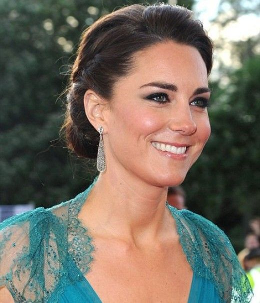 Wedding Hairstyle Kate Middleton : Kate middleton in teal jenny packham dress and jimmy choo shoes