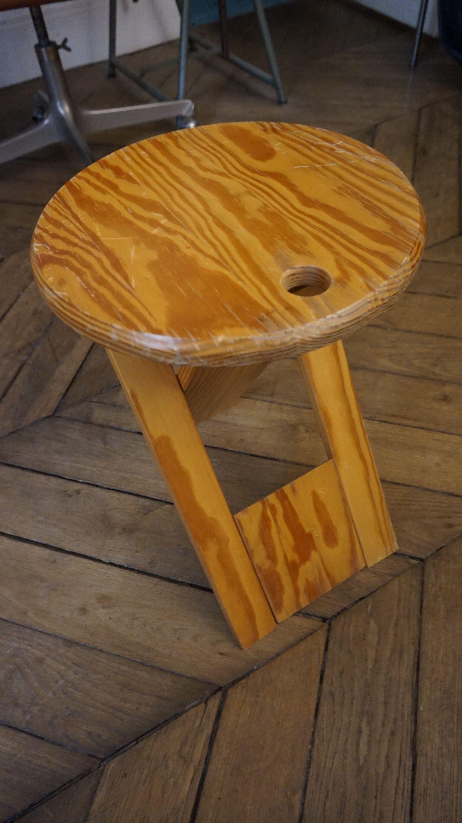 Le tabouret Roger Tallon est une déclinaison des mythiques chaises ...