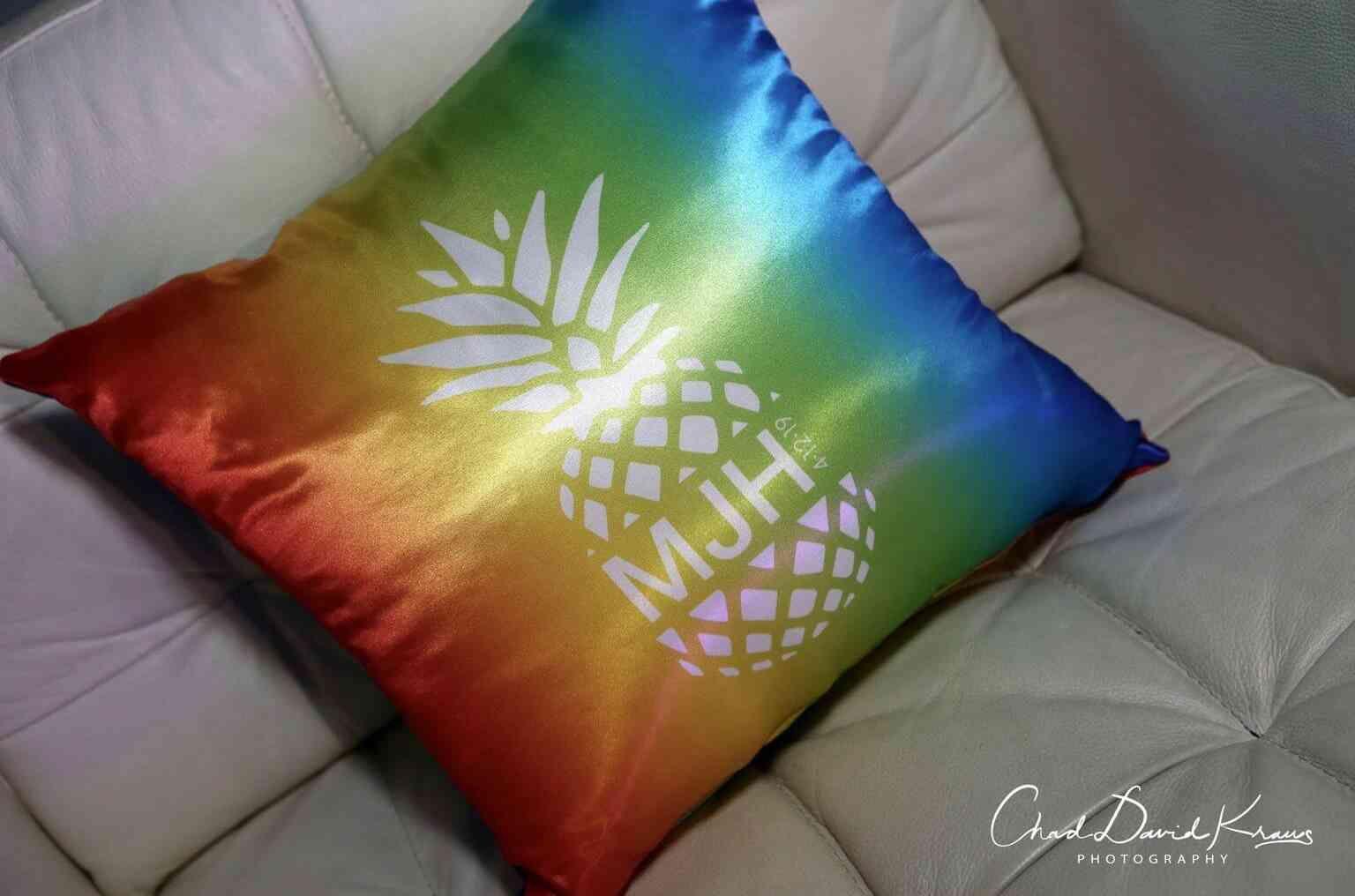 Custom Logo Pillows Party Event Decor Balloon Artistry En 2020 Decor D Evenement Gallery Logos