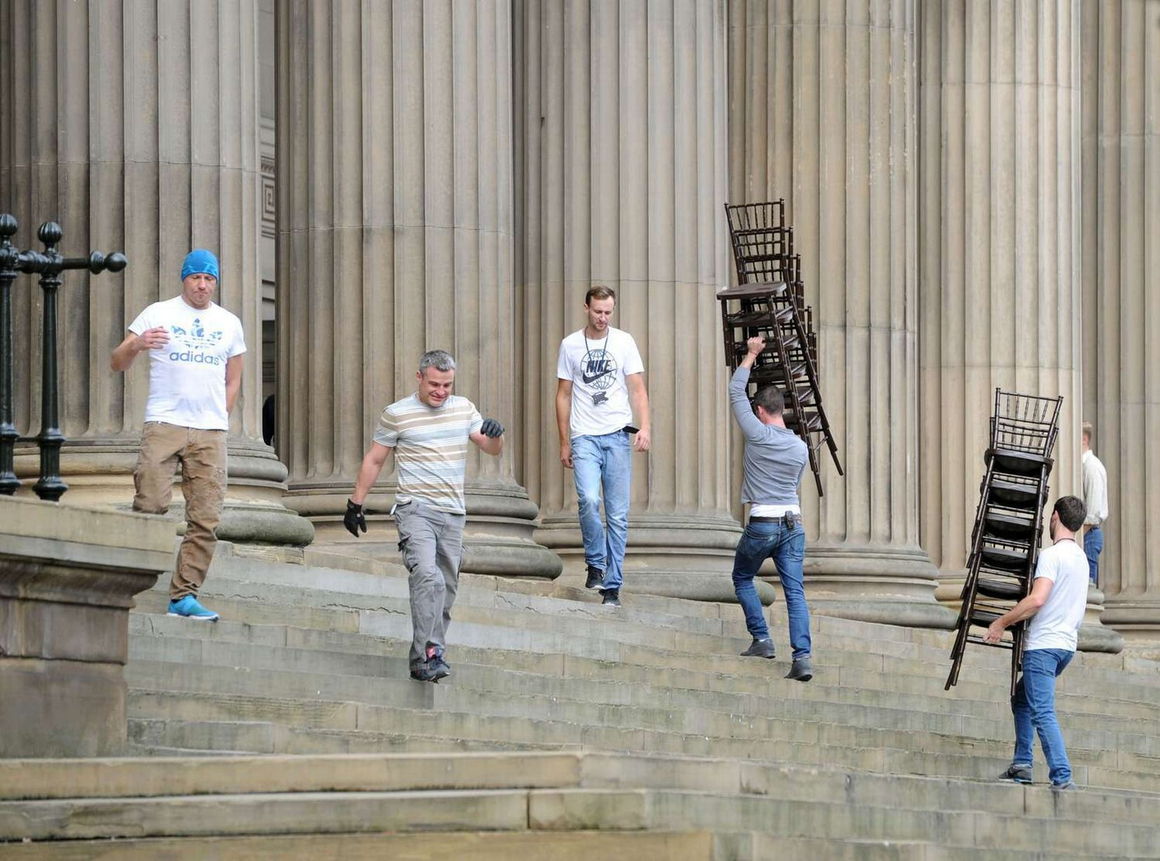 Crews Move Furniture Into St George S Hall Ahead Of Harry Potter  # Luverpool Muebles