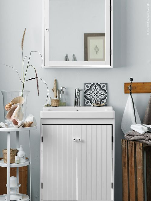 Tiny Bath With Natural Vibe Via Ikea My Ideal Home Ikea Bathroom Accessories Interior My Ideal Home