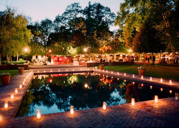 5 tips for a perfectly planned pool party pool wedding for Party in piscina