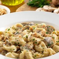 12 Oz Ravioli Or Tortellini 2 T Evoo 8 Oz Mushrooms Sliced 1 4 C Walnuts Chopped 1 C Cream 1 4 T Pepper 1 1 2 C Freshly Grated Parmesan Recipes Food Tasty