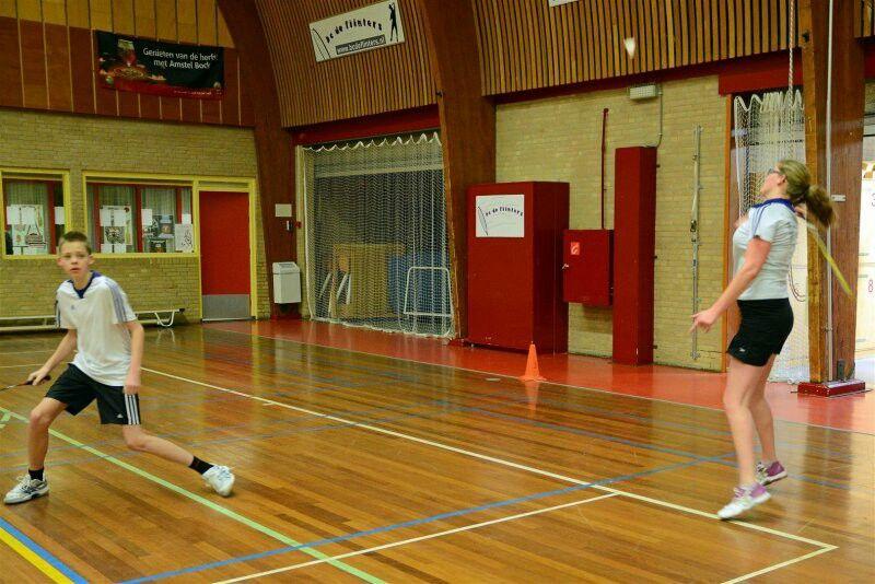 Aankomend jaar wordt het me 9de jaar badminton. Ik doe dit graag om alles even te vergeten en natuurlijk me vrienden te zien.