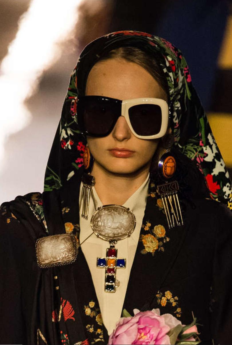 bea98fb7bdd gucci-cruise-2019-fashion-show-detail