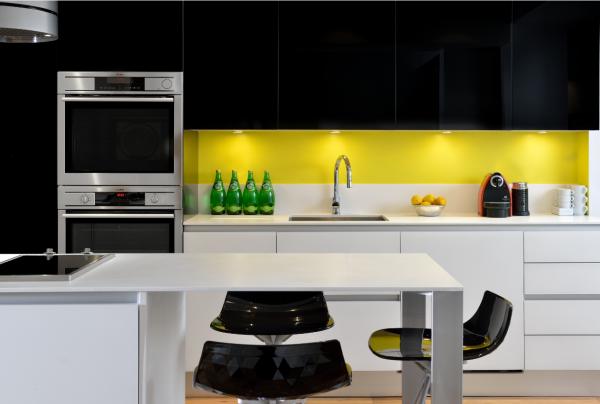 Du Jaune Pour Rechauffer Une Cuisine Moderne Cuisine Kitchen