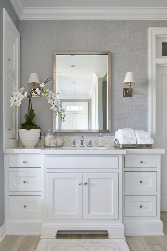 Prepare your bathroom for Summer with the best lighting decor! | www.lightingsto...