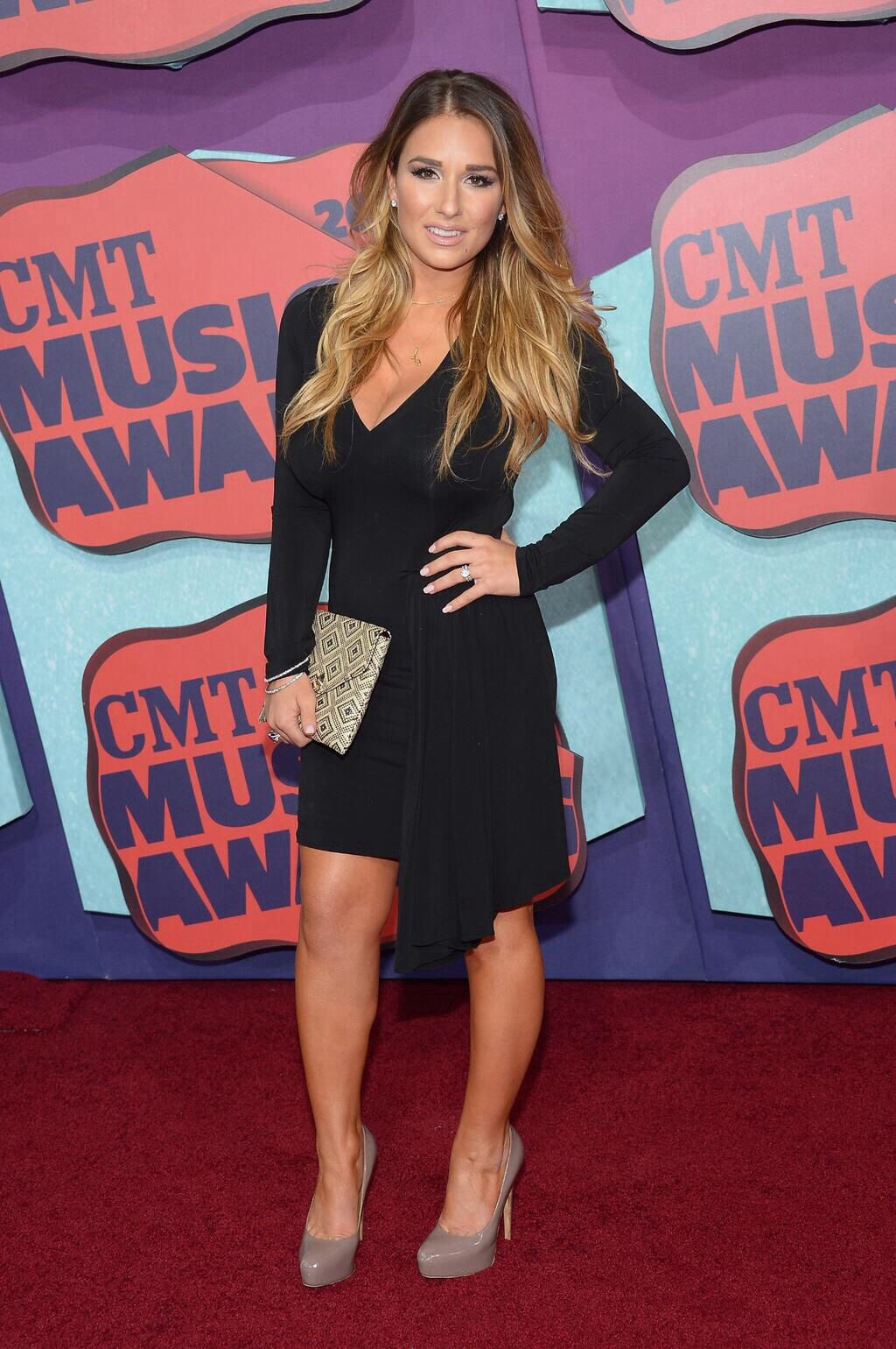 Jessica James Decker looked amazing at the CMT Music Awards!