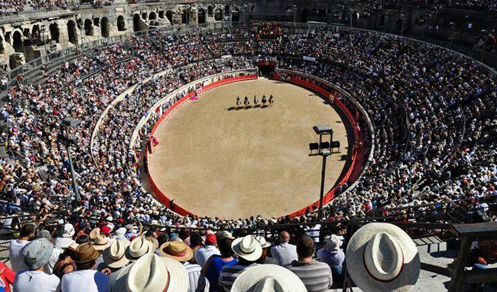 Corrida Arènes de Nîmes alternative Léa Vicens Toros taureau tauromachie matador rejon