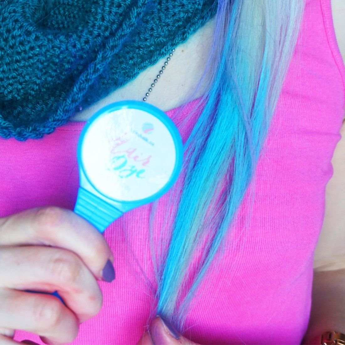 Vibrant blue hair color pad for instant hair dying hair chalk pad