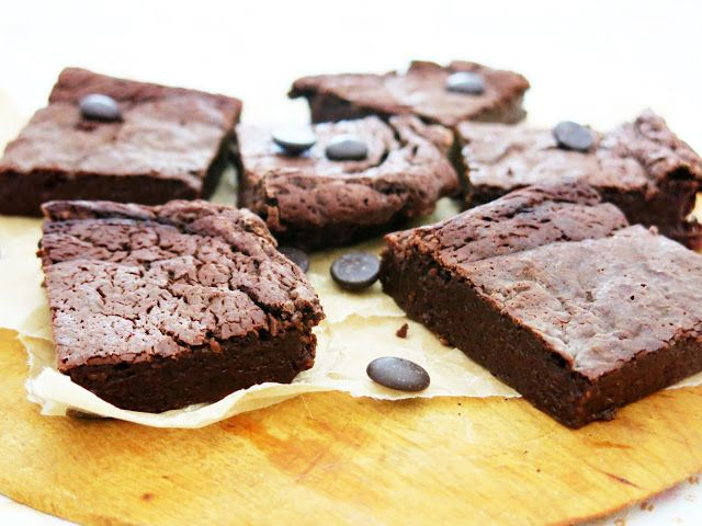 Antipastaa: Maailman kevyimmät browniet (gluteeniton, viljaton, maidoton, sokeriton, vhh)