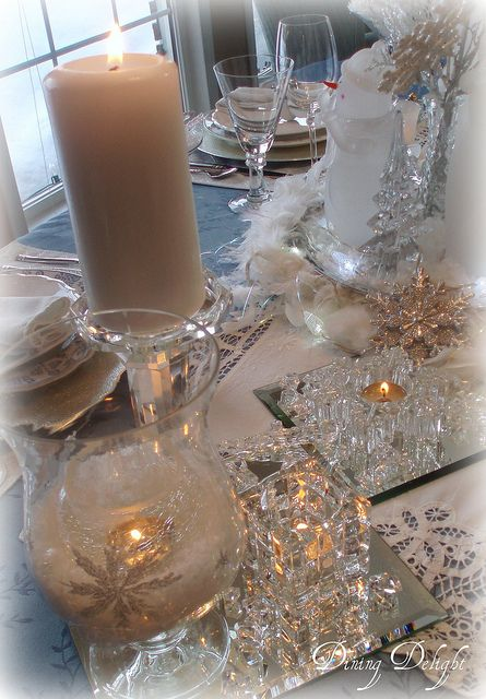Superieur White Candles On Mirror Tiles Complete A White Christmas Table Setting