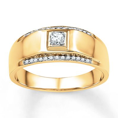 This Stand Out Mens Wedding Band Features A Round Diamond At The Center Positioned In Square Frame Of 10K Yellow Gold Diamonds Edge Above