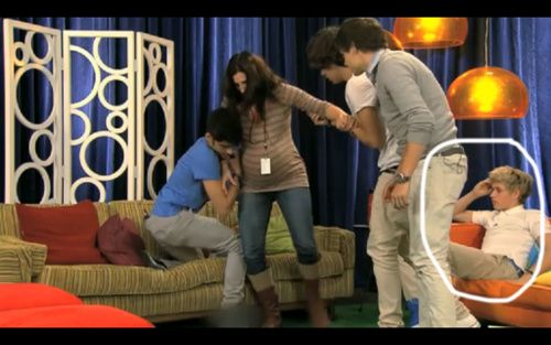 """""""THE BABY IS COMING RIGHT NOW"""" Niall's just like good luck with that, I'm just gonna sit here in watch."""