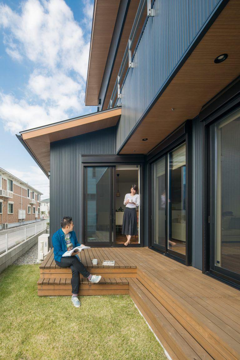 ウッドデッキと芝生の庭 縁側のある家 テラスのデザイン ベランダ