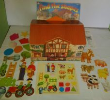 FIND THE SHAPES GAME - BY EARLY LEARNING CENTRE - BUILD THE FARMHOUSE FOR CHILDREN